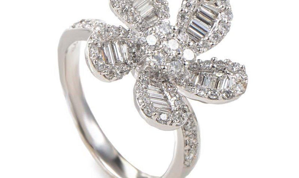 Non Branded 18K White Gold Diamond Flower Ring 20988606