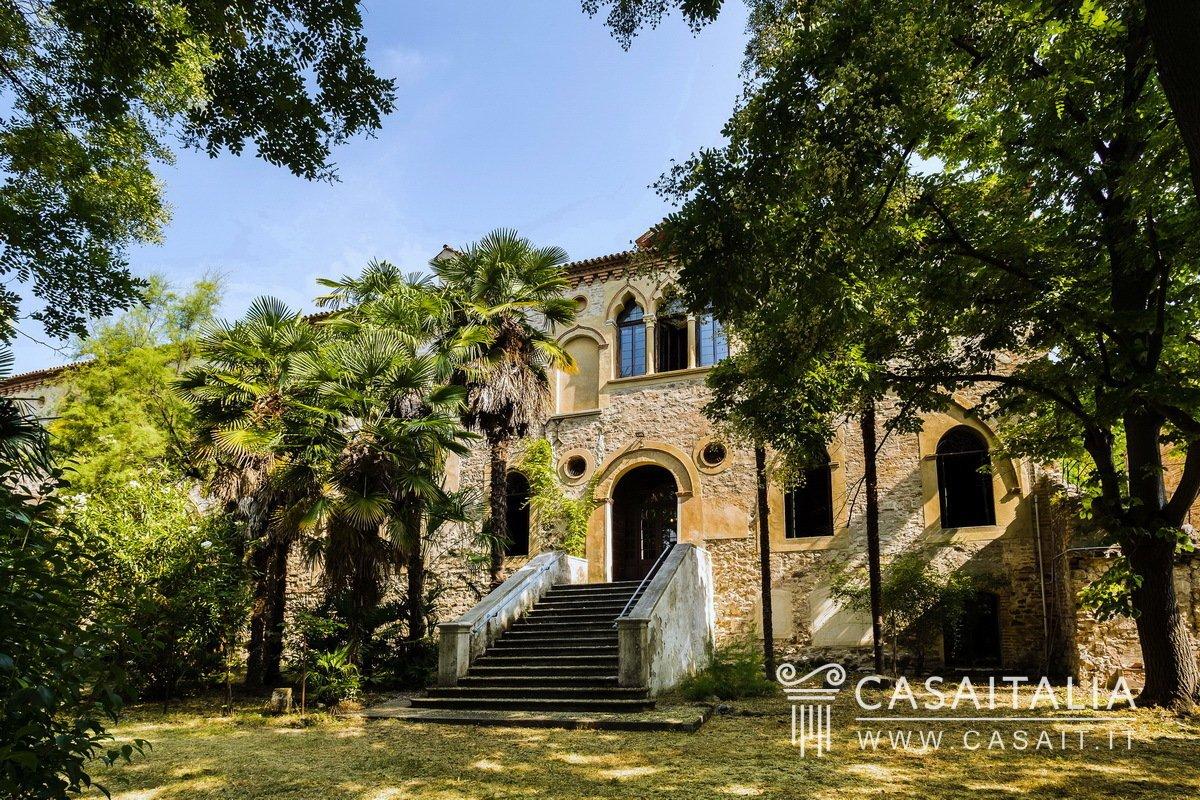 Villa in Arquà Petrarca, Veneto, Italy 1