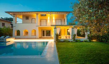 Splendid Villa With Swimming Pool In Forte Dei Marmi