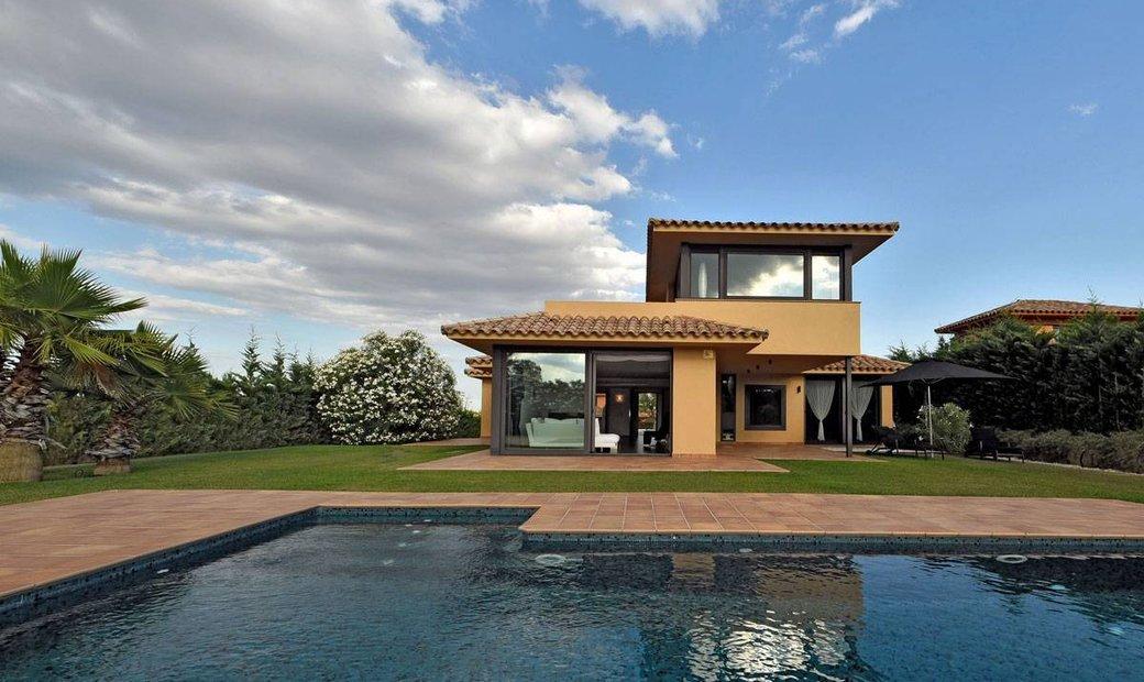 Luxury Villa In Golf Club Torremirona