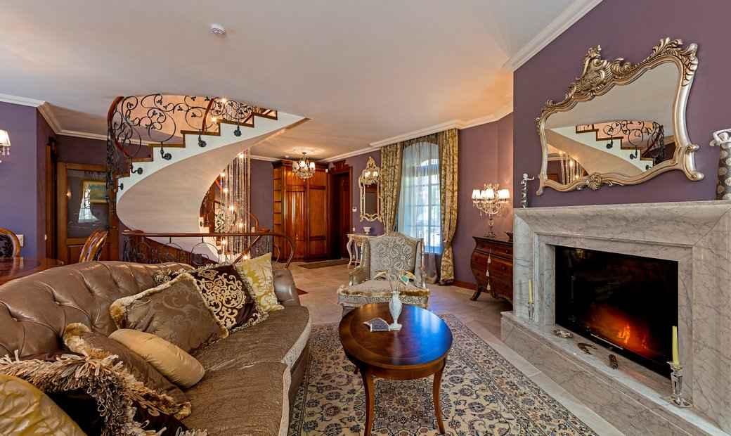 Luxurious Classic Style Cottage In The Heart Of Old Town