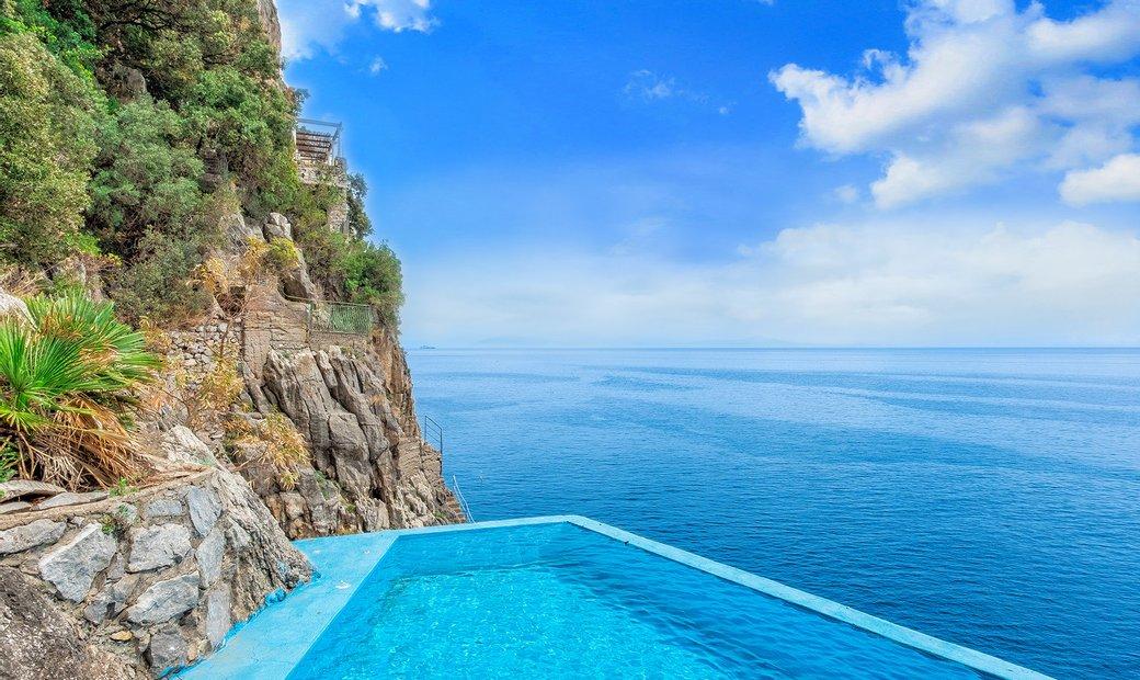 Amazing Pieds Dans L'eau Villa With Pool