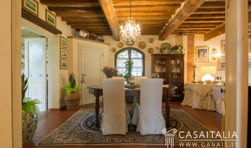 Villa with guest house for sale in the Tuscan hills