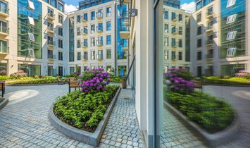 Luxurious Three Bedroom Apartment With Cozy Balconies