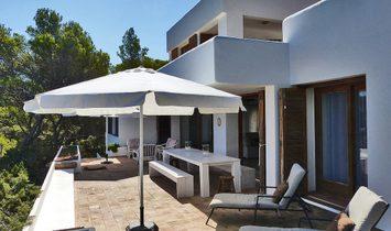 First Line Ibizencan Style Villa In Portinatx