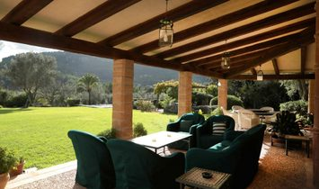 Exclusive Country House With Mountain Views