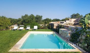Trullo with pool fifteen minutes from the sea