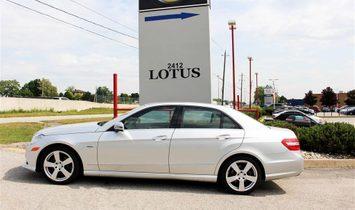 Sedan in Oakville, Ontario, Kanada 1