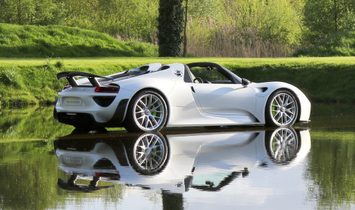 Porsche 918 Spyder Weissach Package