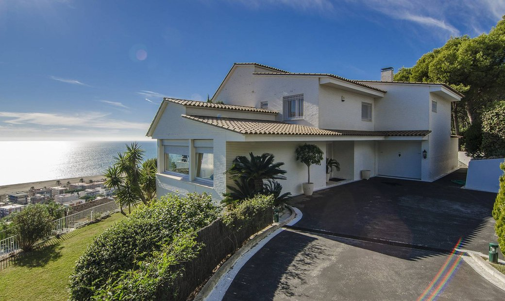 Seafront Villa In Castelldefels