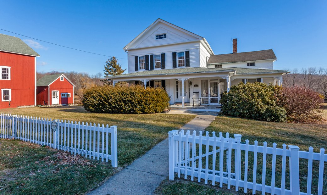 1851 Historic Colonial