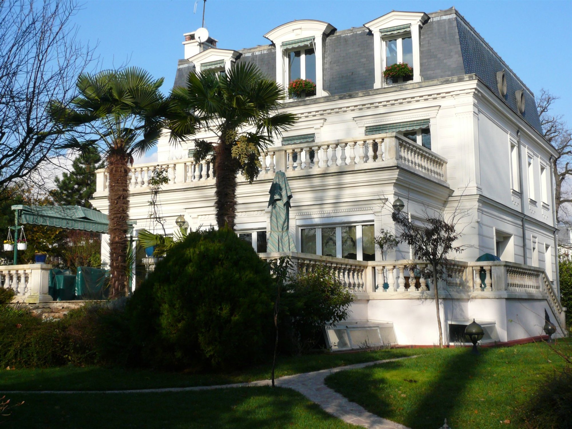 Private Mansion Facing The Bois De Vincennes.