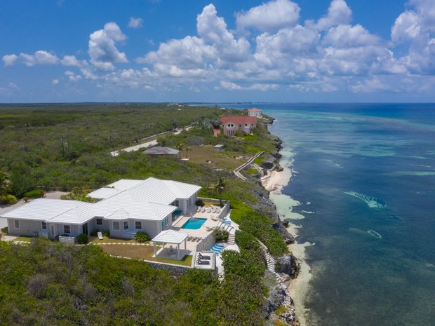 House in East End, Cayman Islands 1