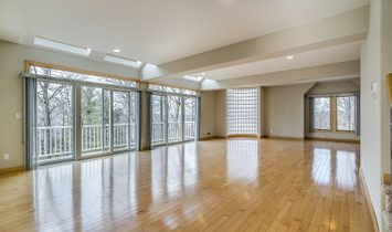 6 Bedrooms Single Family Attached