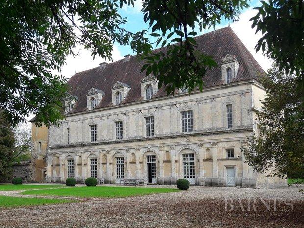 Castle in Aignay-le-Duc, Bourgogne-Franche-Comté, France 1