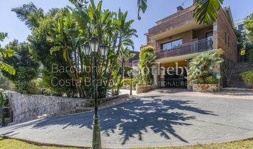Family Villa With Sea And Mountain Views For Sale In Exclusive Urbanization ...