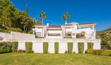 A Sleek Modern Villa for sale in La Zagaleta, Benahavis