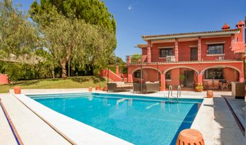 Villa In Simón Verde In Perfect Condition, With Pool And Garden.