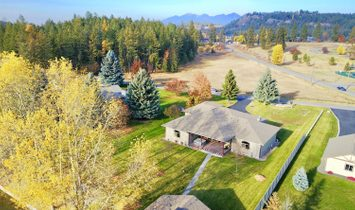 Spacious Mayport Canal Home With Access To Flathead River And Lake