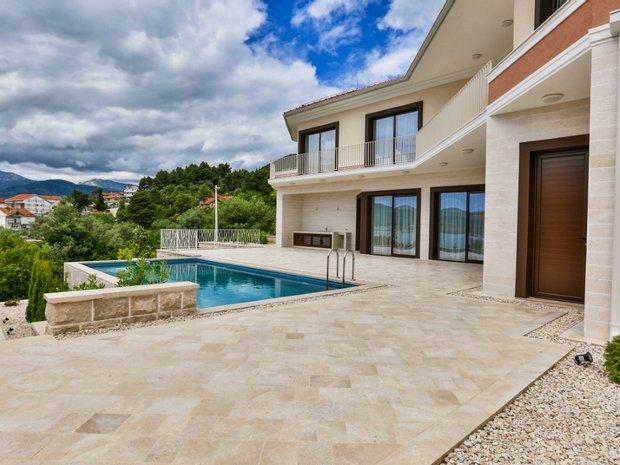 Villa in Tivat, Tivat Municipality, Montenegro 1