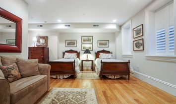 Luxurious Floor Through Residence At An Iconic Address