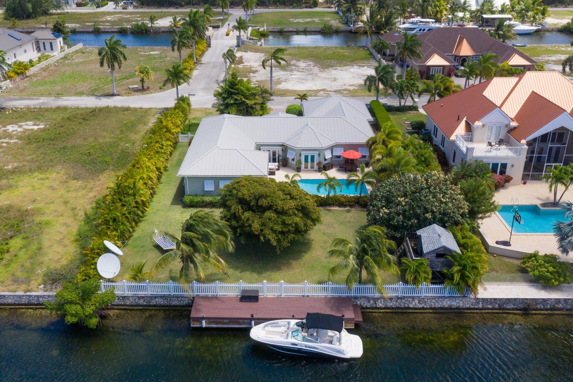 House in North Sound Estates, Bodden Town, Cayman Islands 1