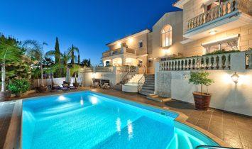 Villa 575 sqm in Limassol, Cyprus