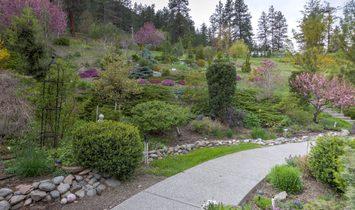 Private Lakefront Estate