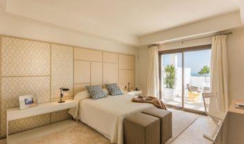 Penthouses in exclusive resort of golf in Casares Costa, Costa del Sol