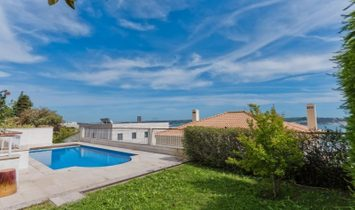 5 bedroom villa with a swimming pool