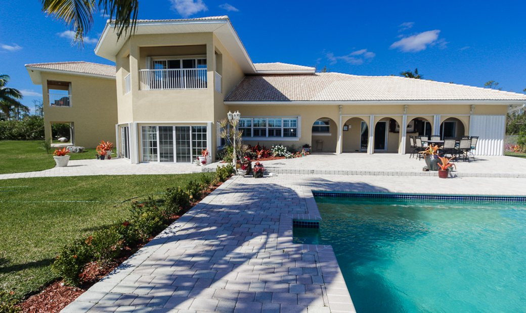 Luxurious Canalfront Estate