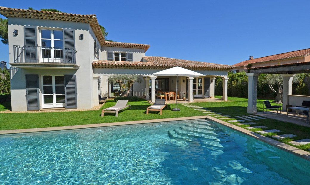 Modern property for sale close to Saint-Tropez and the seafront
