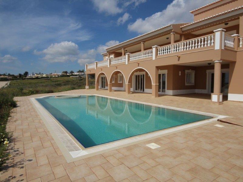 House in Luz, Faro District, Portugal 1