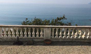 Oceanfront villa in Albisola Superiore