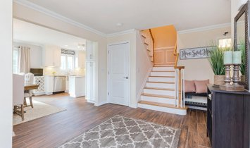Stunning And Bright End Unit Townhome