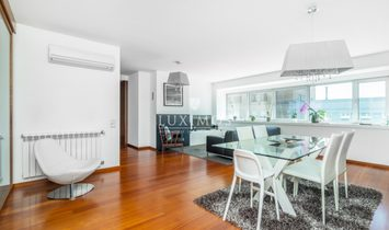 Sale of penthouse in luxury condominium, Matosinhos, Porto, Portugal