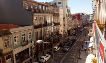 Sale of Building with patio, in downtown Porto, Portugal