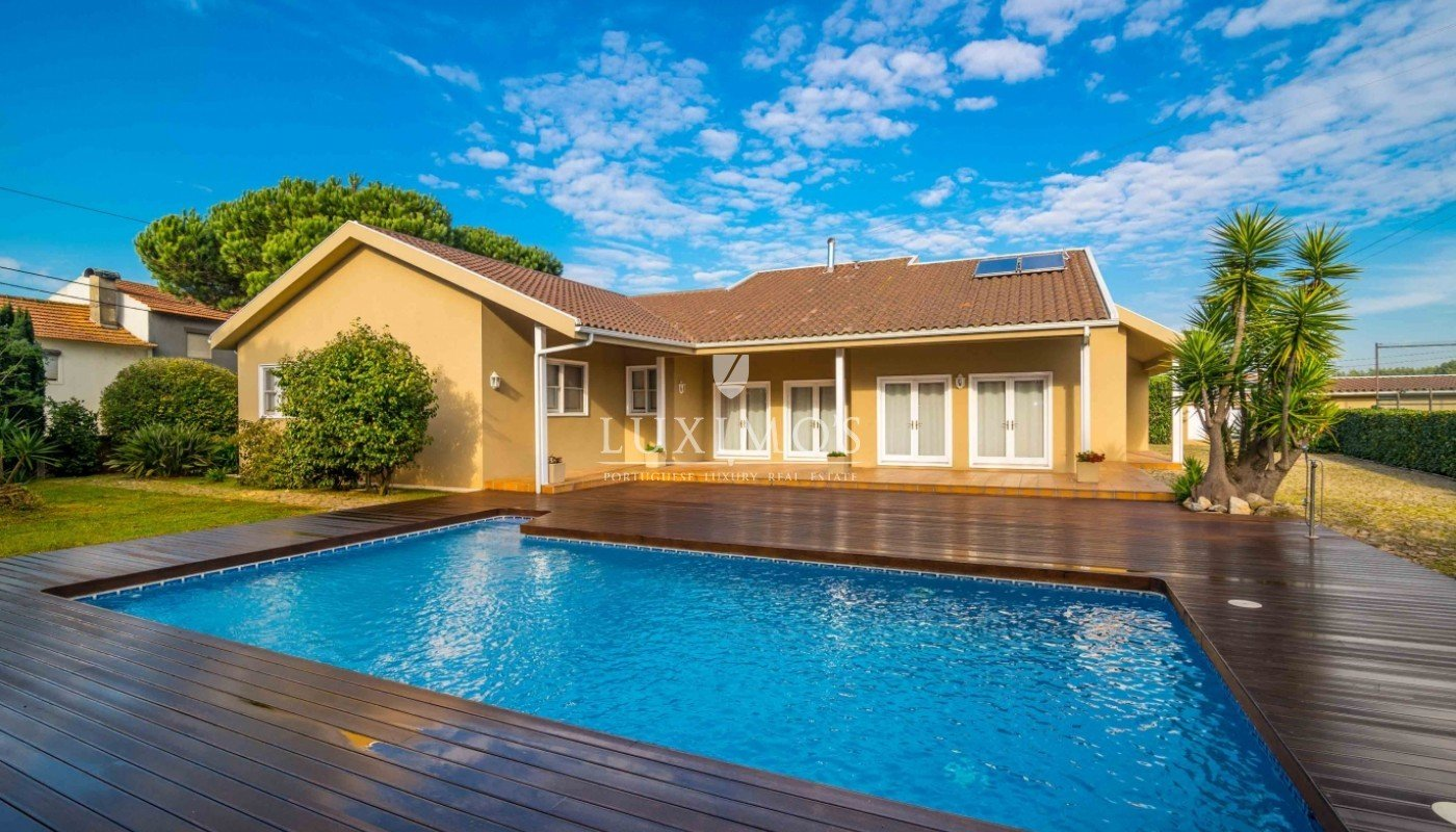 Garden With Swimming Pool villa with garden, pool and games field, póvoa de varzim, portugal
