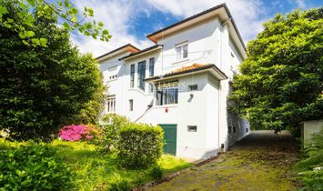 House for sale with british architecture, with garden, Porto, Portugal