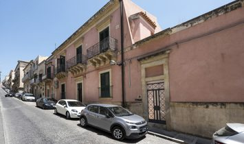 Renovated Townhouse In Noto's Center