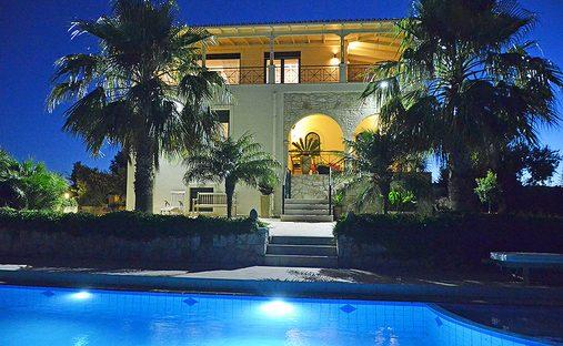 Villa in Vouves, Greece