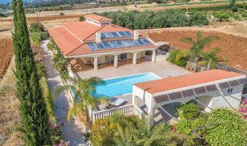 Villa in Argaka, Paphos, Cyprus 1