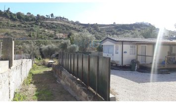 Farm with dwellings with 2600 m2 plot in Caneças