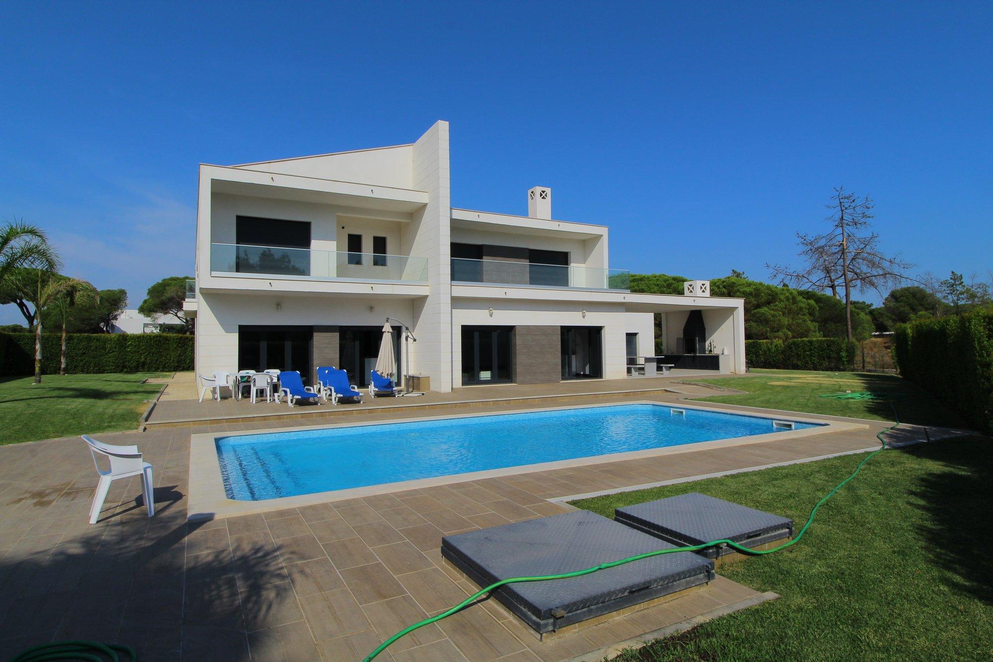 Villa in Quarteira, Algarve, Portugal 1
