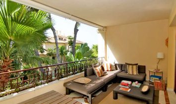 Spacious Beachside Apartment for sale, Los Monteros Playa, Marbella