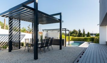 4 bedroom villa with a swimming pool in gated community