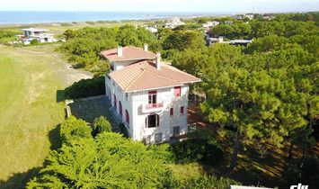 1927 listed property with sea views for sale in Anglet Chiberta