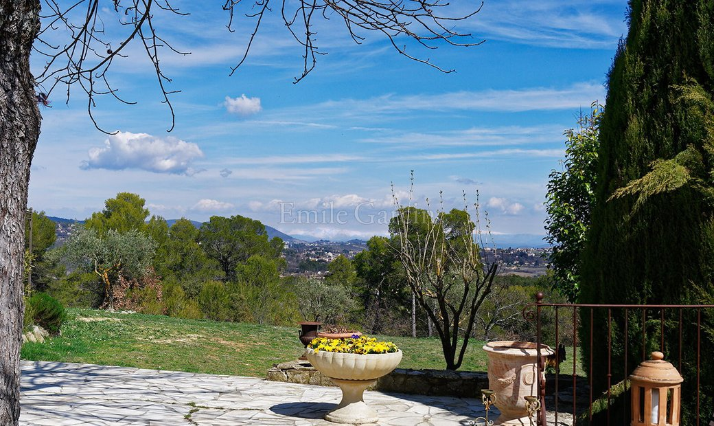 Beautiful 18th century farmhouse in the South Luberon