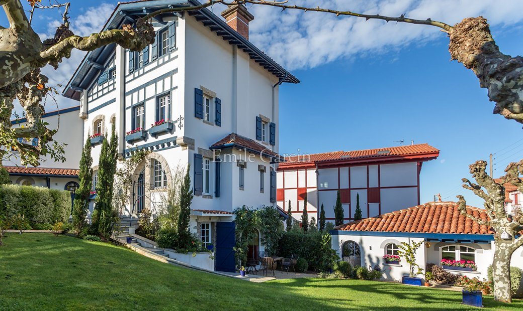 Saint Jean-de-Luz: House for sale close to the city centre and the beach
