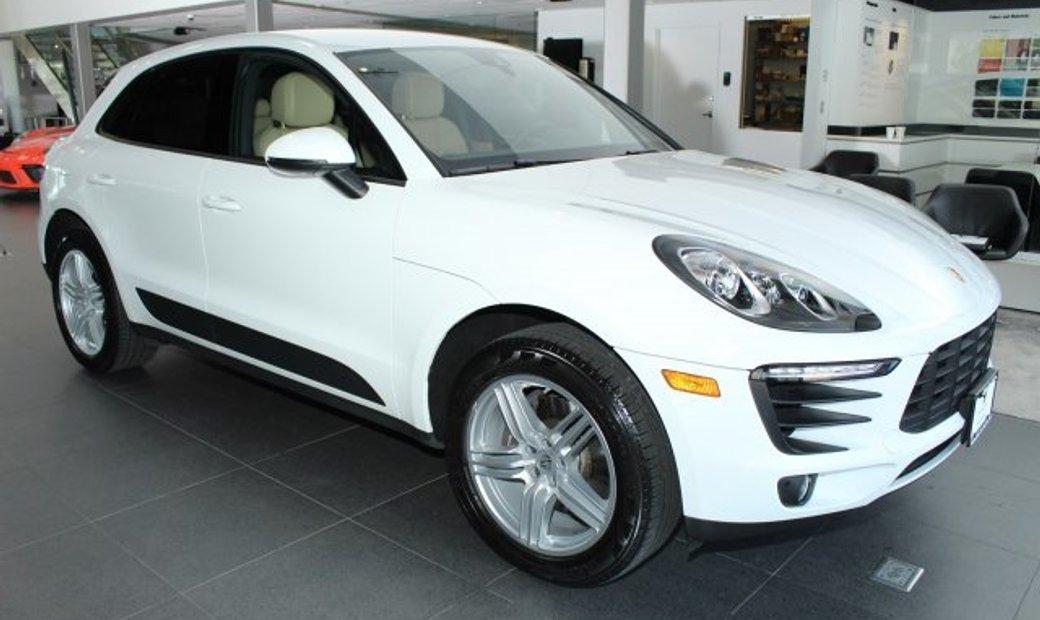 Porsche MacanBase